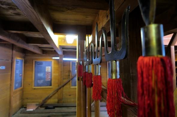 판옥선 안에서 이순신 장군은 조선 수군과 함께 위대한 해전의 역사를 만들었다.
