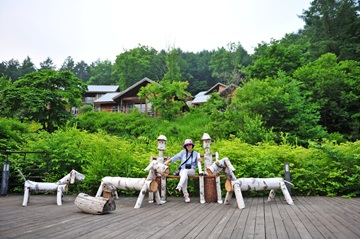 숲과 어울려 여유로운 시간을 가져보는것도 숲체원이 권하는 체험 중 하나이다.