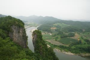 자연이 그린 한 폭의 동양화, 영월군 선돌,강원도 영월군