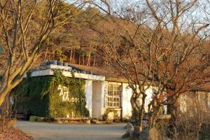 폐교에서 피어난 예술 공간, 아미 미술관, 국내여행, 여행정보