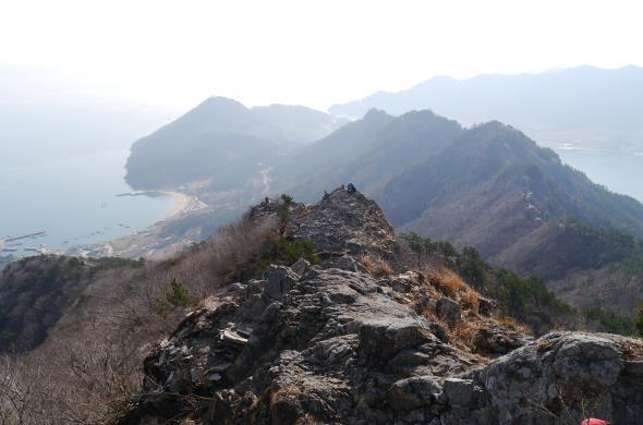 기암절벽이 아름다운 옥녀봉 방향 등산로