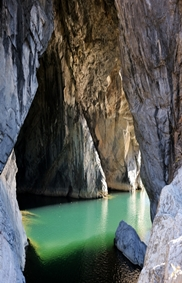 용이 지나간 석굴의 신비로운 전설이 어린 곳, 구문소