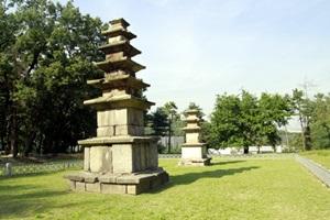 옛 사찰의 이야기를 담은 춘궁동 동사지, 3층석탑과 5층석탑,국내여행,음식정보