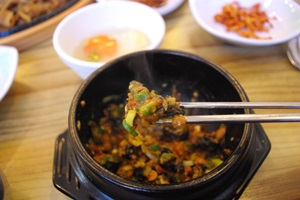 서울 강동구, 웰빙을 선도하는 성내동 우렁이 쌈밥