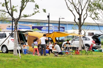 삼락생태공원에서는 캠핑과 자연을 동시에 만끽할 수 있다.