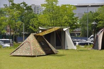 중랑캠핑숲에는 총 48면의 캠핑사이트가 조성되어 있다.